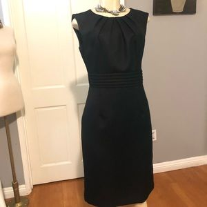 •TAHARI• Structured Textured Sheath Dress